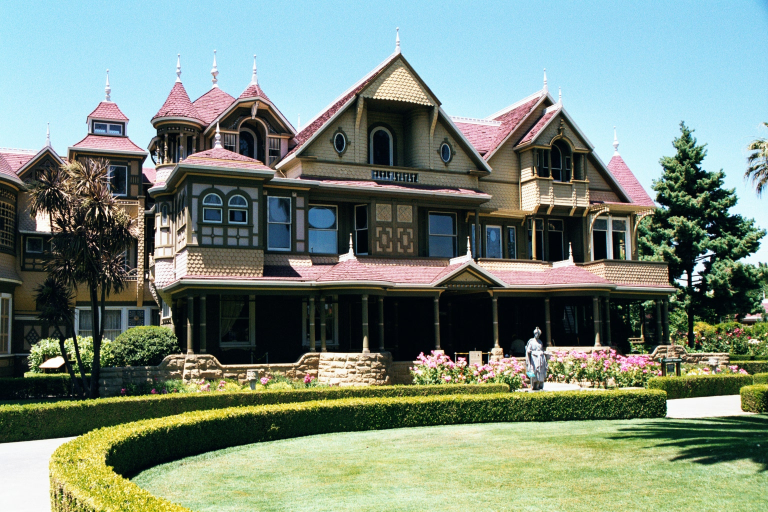 Winchester_House_Front