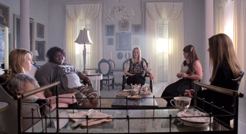 witches-gathered-in-miss-robichauxs-academy-living-room-ahs-coven-e1440191650948
